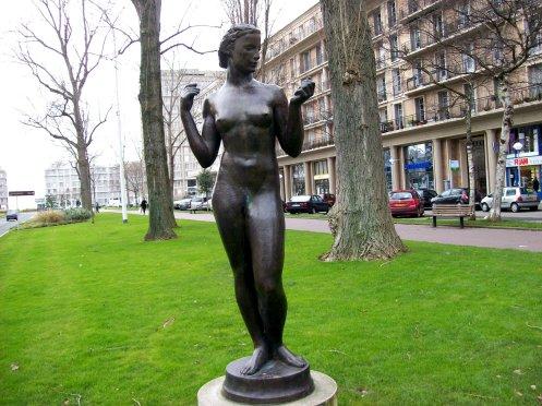 statue-debout