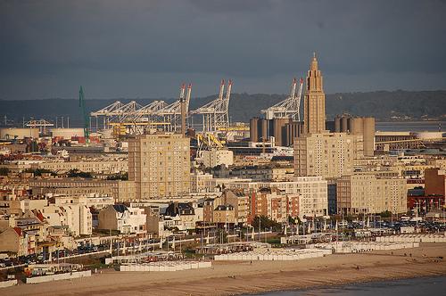 Port du havre vue de la zone portuaire depuis sainte for Salon du chiot le havre
