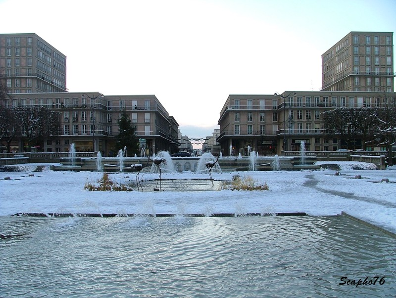 H tel de ville du havre jardins et bassins sous la neige for Piscine le havre